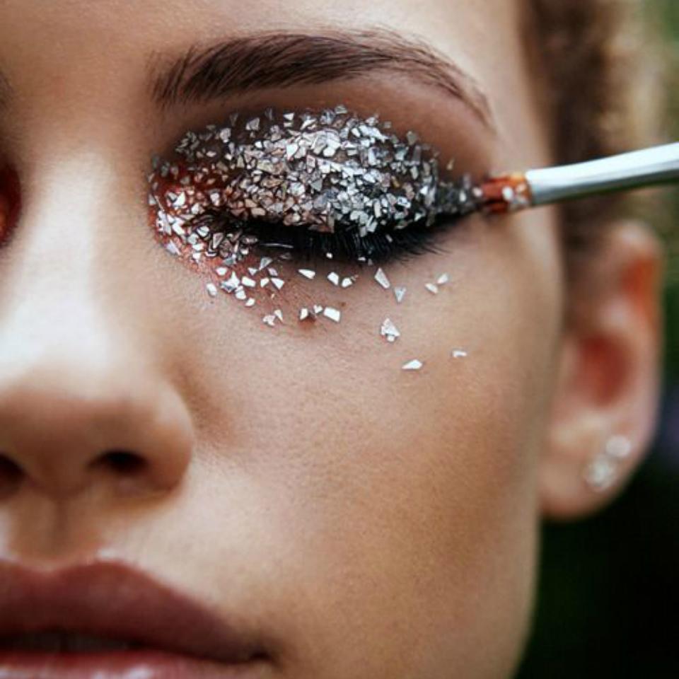 Как делать макияж с блестками
