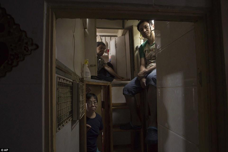 Жизнь в гонконгских квартирах-гробах