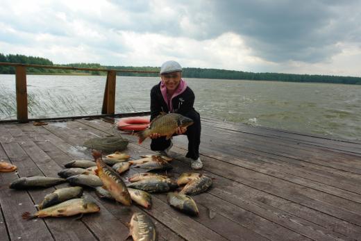 1526. Елена Воробей на  рыбалке.