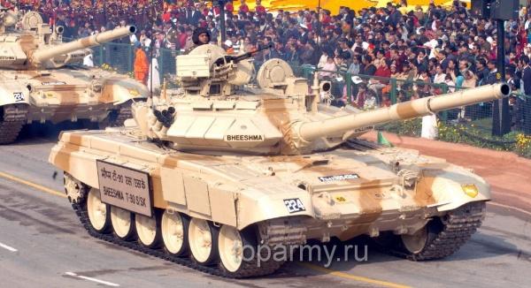 ПоПетербургу провезли индийские танки