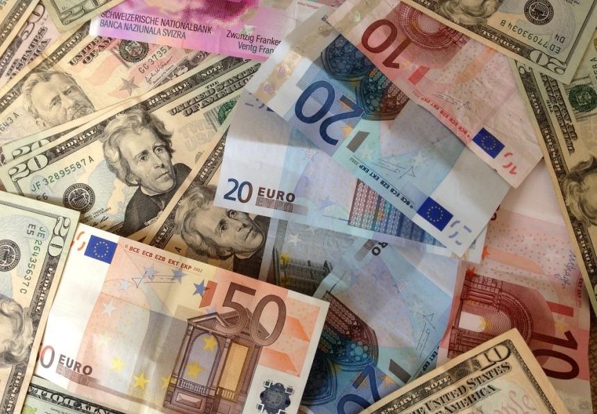 Полмиллиона евро в снегу: сахалинка сдала деньги в полицию и получила «премию»
