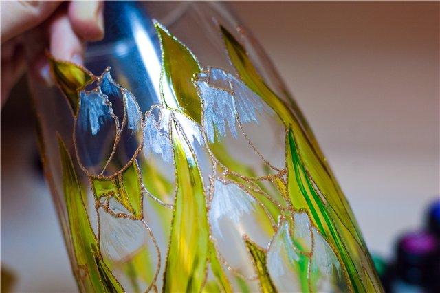 Роспись стеклянной вазы витражными красками