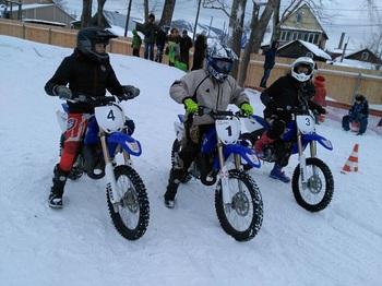 В ледовом спидвее соревновались юные спортсмены