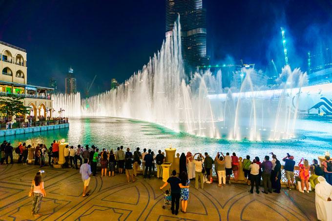 Всемирно известный Дубайский фонтан «поет» любимый хит Whitney Houston! Фантастическое зрелище!