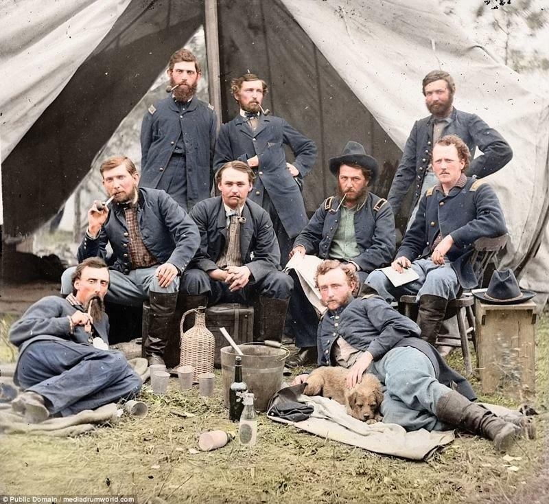 На фото - 1862 год, солдаты армии Союза во время Гражданской войны в США. Справа внизу - лейтенант Джордж Армстронг Кастер. аборигены, индейцы, исторические кадры, история, племена, редкие фото, сша, фото
