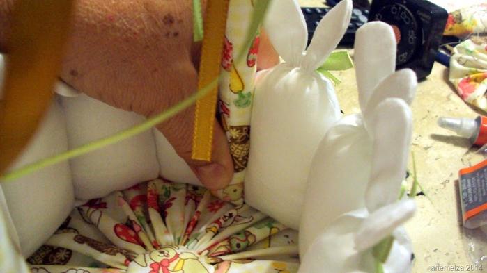 Текстильная корзинка из пасхальных зайцев. Мастер-класс (37) (700x393, 301Kb)