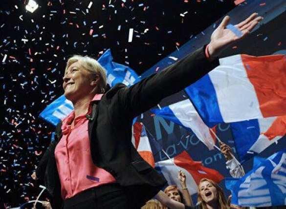 Опрос: Шансы ЛеПен напобеду вовтором туре выборов выросли до40%