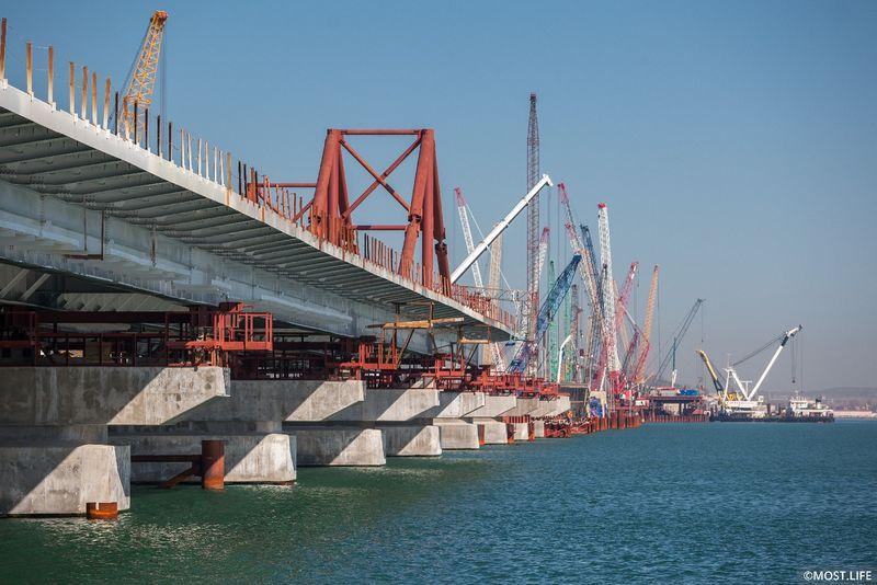 Мост в Крым готов на 70%, дальше его будут строить студенты