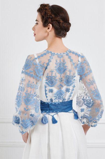 Бесподобно красиво! Какие ткани и вышивка!