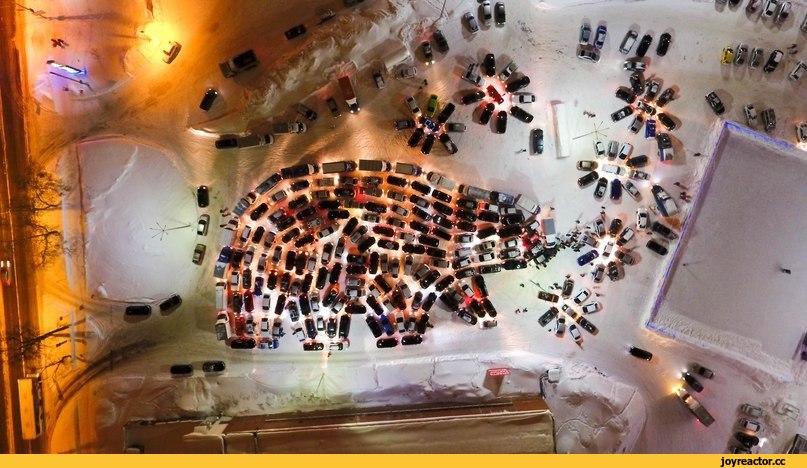 """Так как в большинстве городов собирали фигуру ёлки, то акцию назвали """"АвтоЁлка"""". Однако, в Перми решили собрать не ёлку, а шагающего медведя"""
