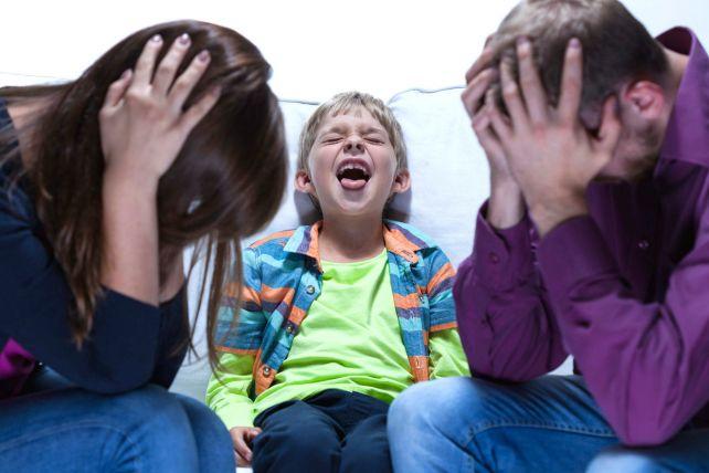 ребенок манипулирует родителями