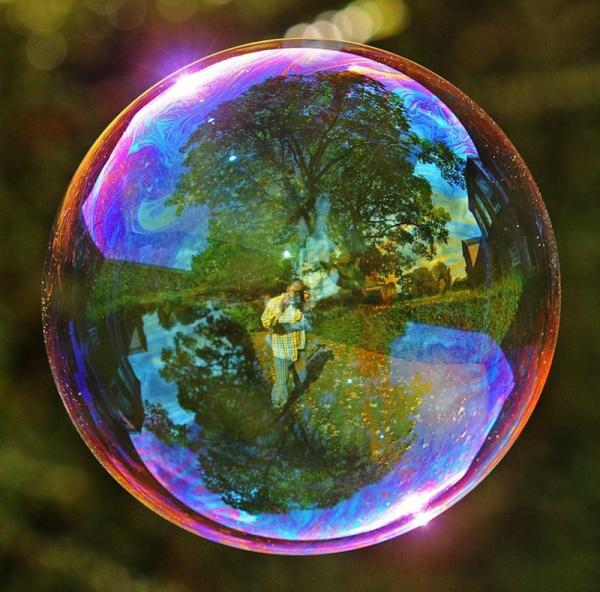 Мир в отражении мыльных пузырей