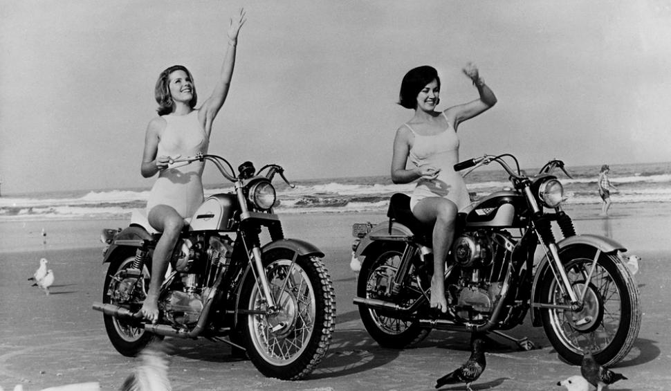 girls-moto-970-head