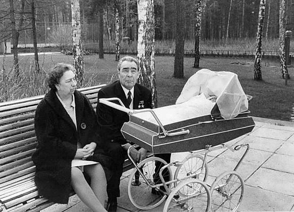 «Чем дальше – тем дороже»: как жили советские люди при Брежневе