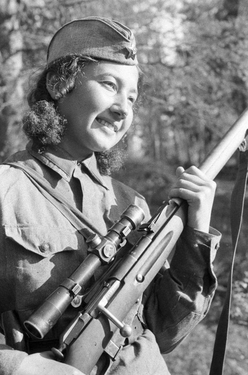 Комсомолки красавицы снайперы