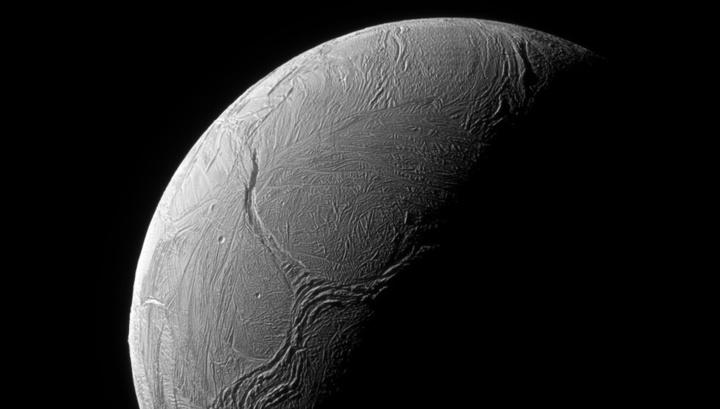 Впереди планеты всей: Мильнер пообещал «окунуть» зонд в гейзеры Энцелада