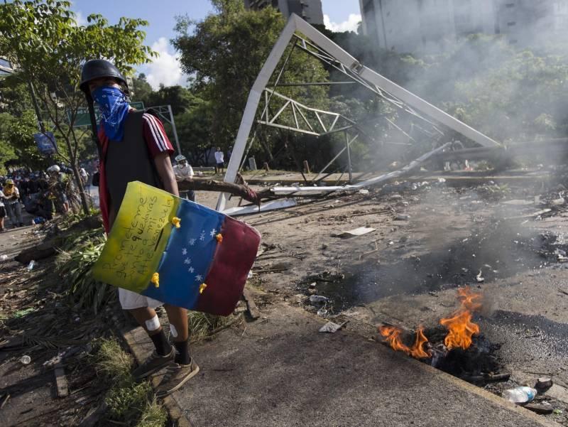 США поджигают Венесуэлу: пер…
