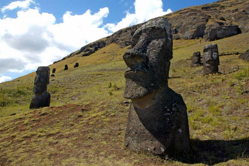 Есть ли у голов на острове Пасхи ноги? загадки, природы
