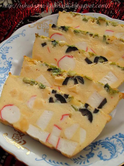 Флан с крабовыми палочками, сыром и маслинами