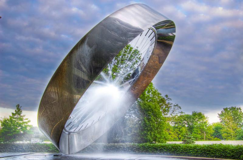 Фонтан-кольцо на 71-м километре штата Огайо, США город, достопримечательность, интересное, мир, подборка, страна, фонтан, фото