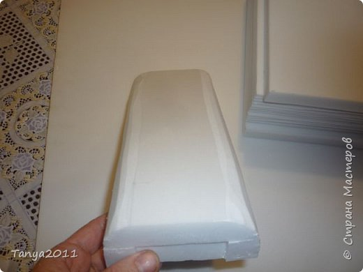 Добрый день, мастерицы! Я сегодня спешила сделать МК шкатулки-книги. Итак, нам необходимо: пеноплекс толщиной 2 см - 2/3 листа, нож канцелярский , наждачка, клеевой пистолет, краска гуашь, акриловый лак, распечатка, контур по керамике белый. фото 16
