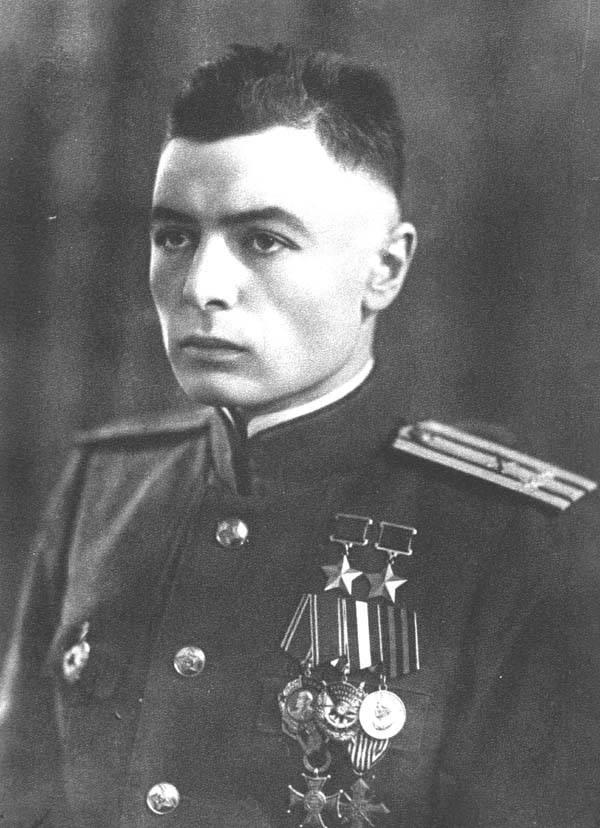 Петров Василий Степанович – офицер, который воевал без рук