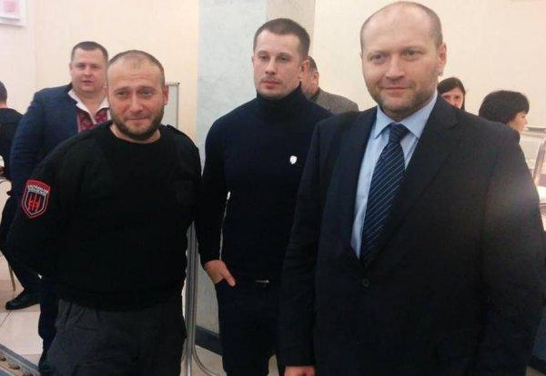 Отложенная угроза справа: настоящая хунта на Украине еще впереди?