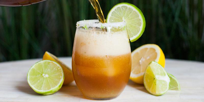 Никогда не позволяйте бросать ломтик лимона в свой бокал!