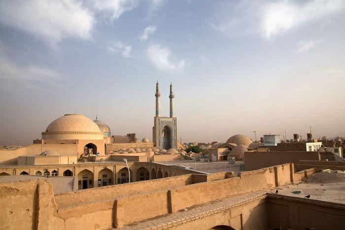 Мечеть Месджед-э Джаме является историческим памятником.