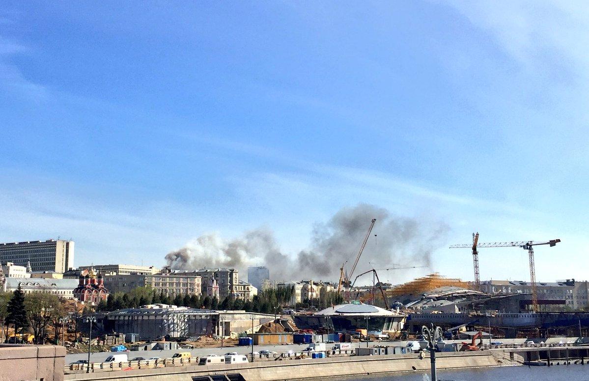 В центре Москвы пожар охватил 3 тыс. кв. метров