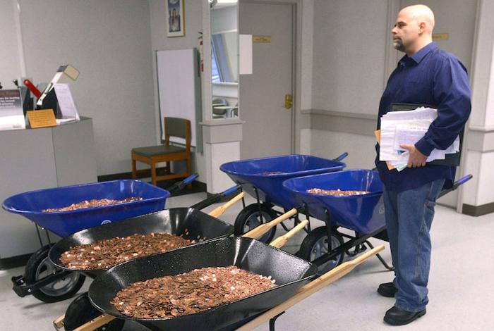Дело принципа: мужчина заплатил налог в 3 000 долларов самыми мелкими монетами