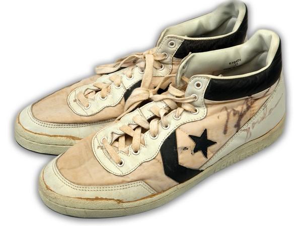 Кроссовки Convers Майкла Джордана были проданы с аукциона за 190.375$