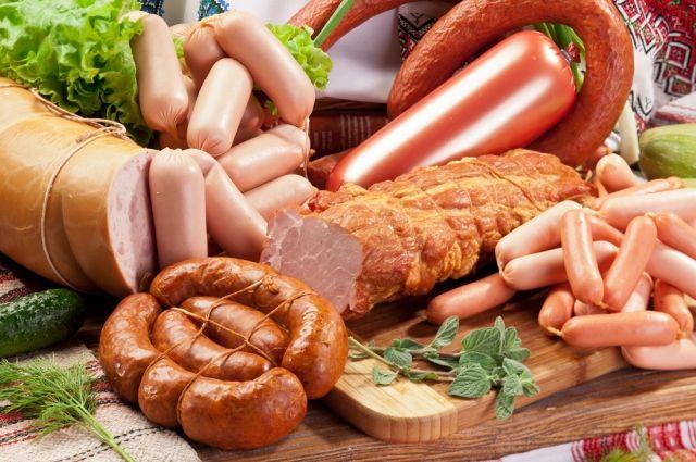 Как сохранить свежей колбасу и можно ли ее замораживать