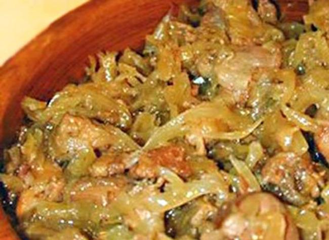 Свежая капуста с картошкой тушеные с мясом