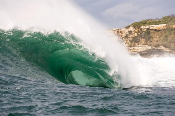 Аурс (Ours) волны-убийцы, серфинг, экстрим