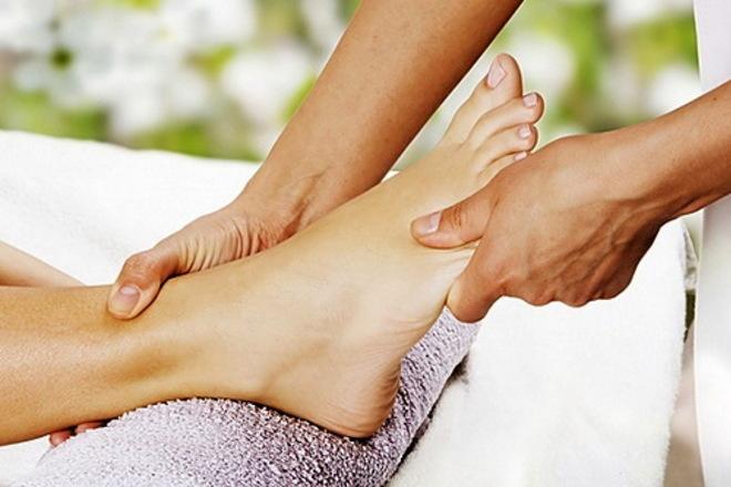 Как с помощью массажа стопы  от боли в спине
