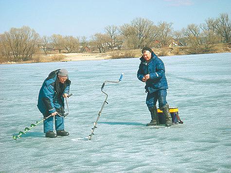 Поиск рыбы по весеннему льду