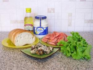 Салат с креветками, сухариками и яйцами. Ингредиенты