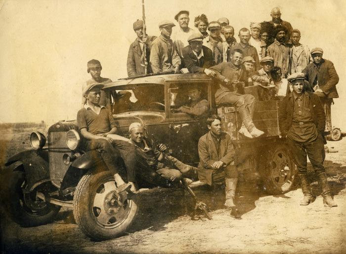Групповое фото крестьян.