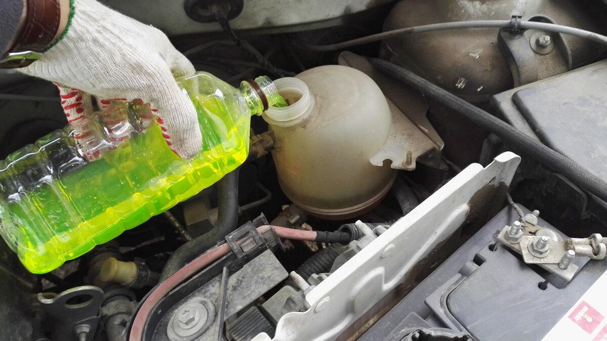Автомеханик рассказал, какой уровень антифриза должен быть в бачке