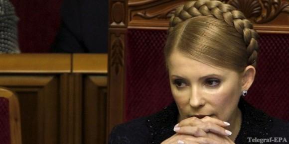 Тимошенко потребовала внести ее в суд на носилках