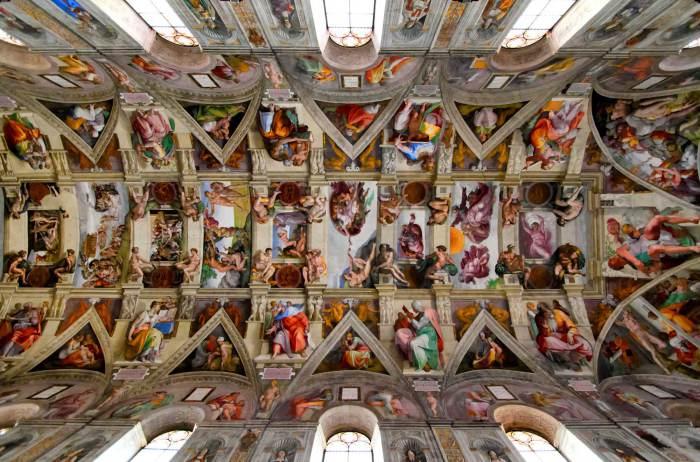 Потолок Сикстинской капеллы в Ватикане.