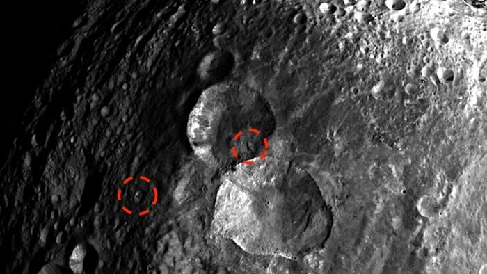 На поверхности астероида раз…