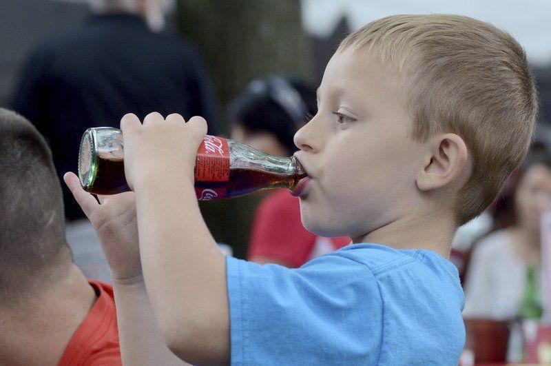 Можно ли детям пить кока-колу? Ответ доктора Комаровского