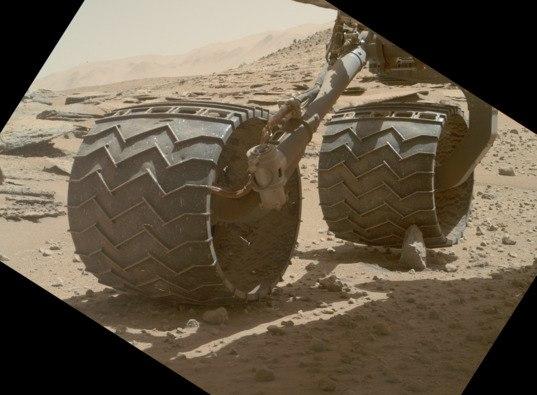 Разрушение колёс Curiosity пока не угрожает миссии марсохода