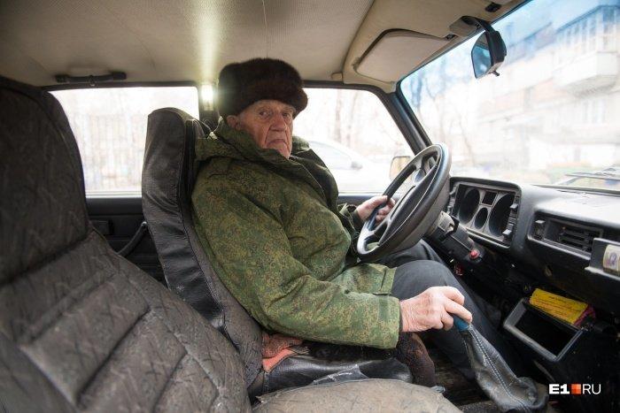 В 96 лет за рулем. Правила жизни екатеринбургского водителя, который ни разу не попадал в аварии