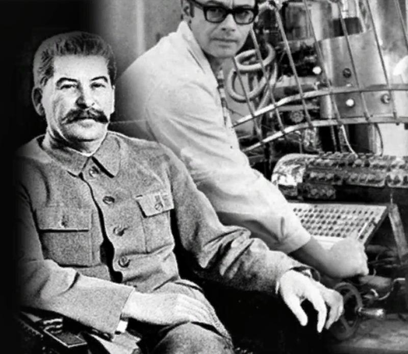 Что бы по Вашему мнению сделал сейчас И.В. Сталин придя к власти?