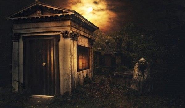 История о страшном призраке - стороже кладбища