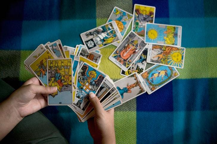 как-развить-интуицию-с-помощью-карт-таро