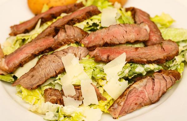 5 оригинальных способов приготовить салат «Цезарь»